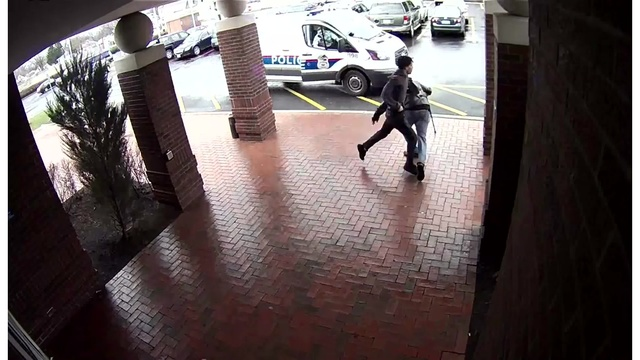 Man_trips_armed_suspect_for_Columbus_pol_1_41597148_ver1.0_640_360_1525443774690.jpg
