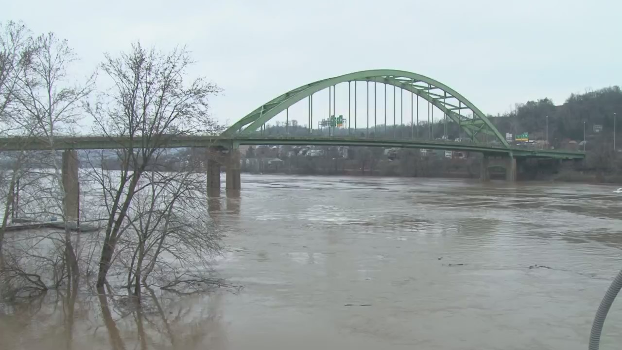 Ohio_River_flood_preparations_are_underw_0_20180217002321