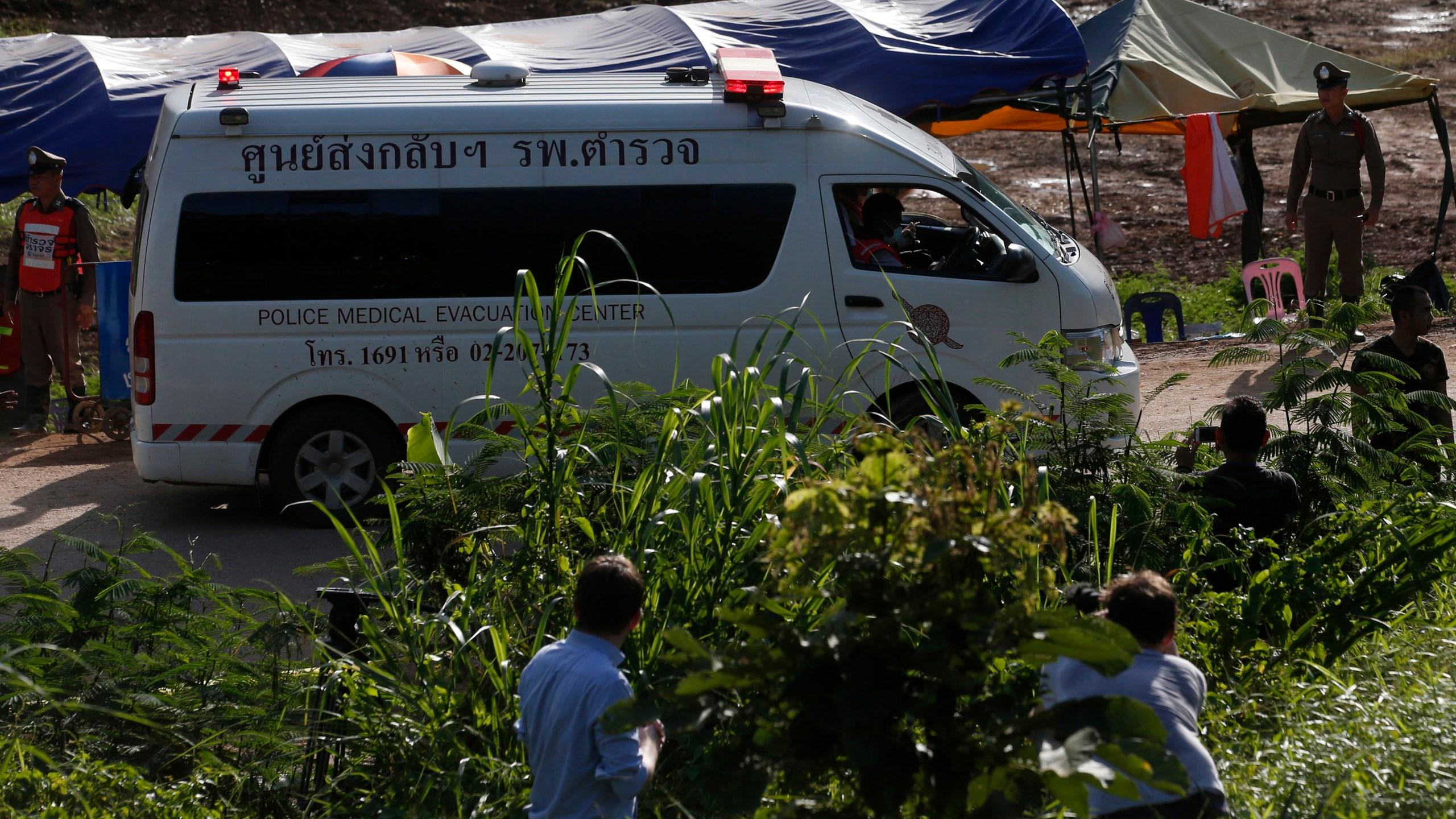 Thailand_Cave_Search_64101-159532.jpg98079154