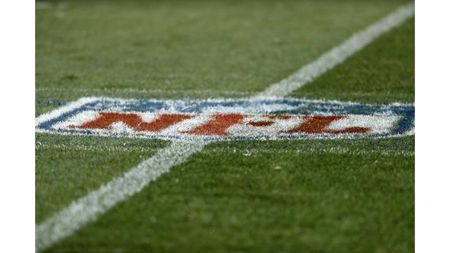 Cowboys Broncos Football_1544885843714