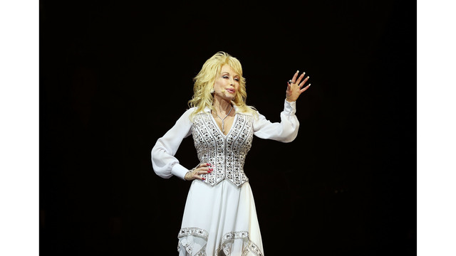 462637373MM020_Dolly_Parton_2014182_1549819044744