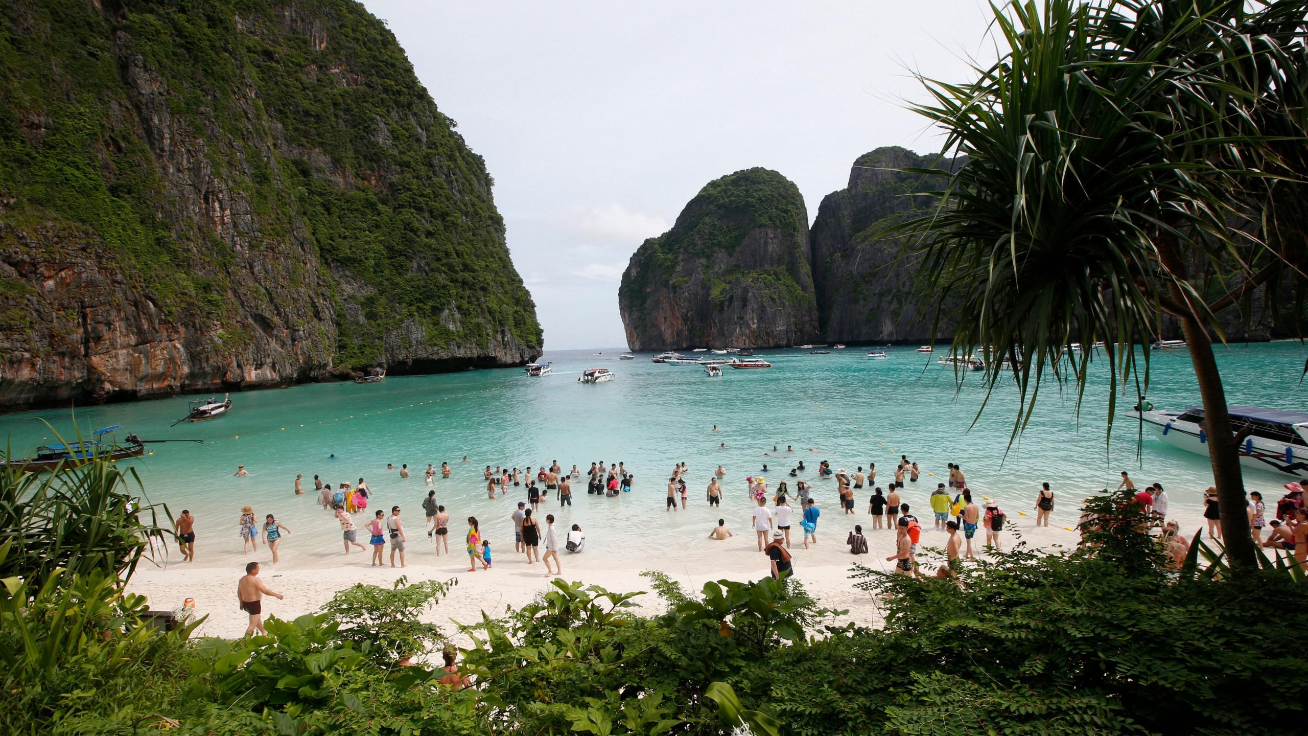 Thailand_Beach_Closure_95342-159532.jpg83533731
