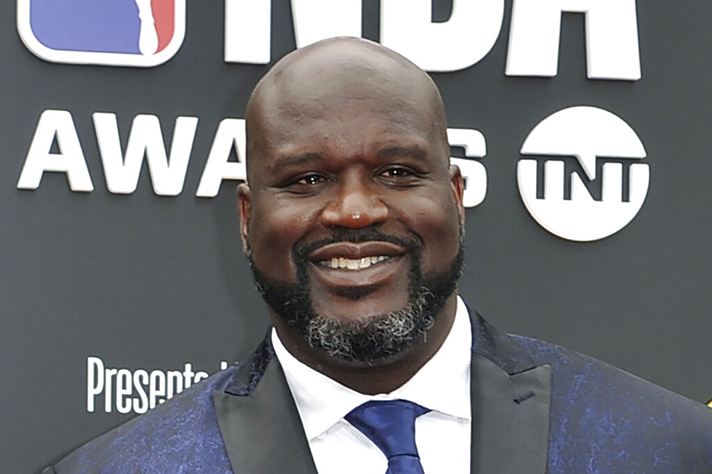WATCH: Shaq Pays For Man's Engagement Ring In Jewelry Shop